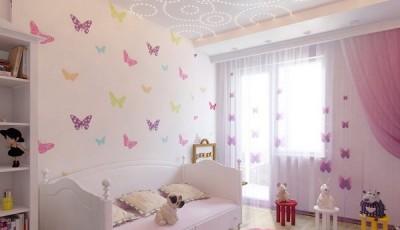 Белые детские обои с бабочками