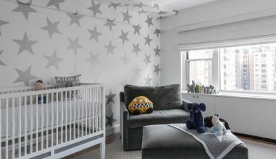 Белые детские обои с серыми звездами
