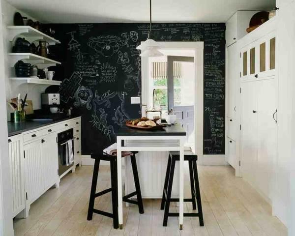 Зона столовой в интерьере кухни