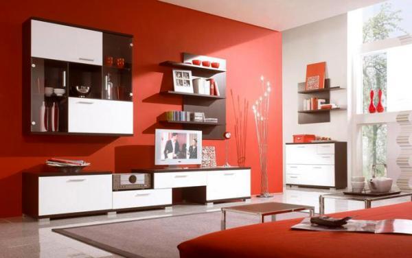 красный цвет обоев гостиной
