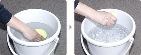 Мытье осуществляется при помощи влажной губки. Допускается применение некоторых моющих средств