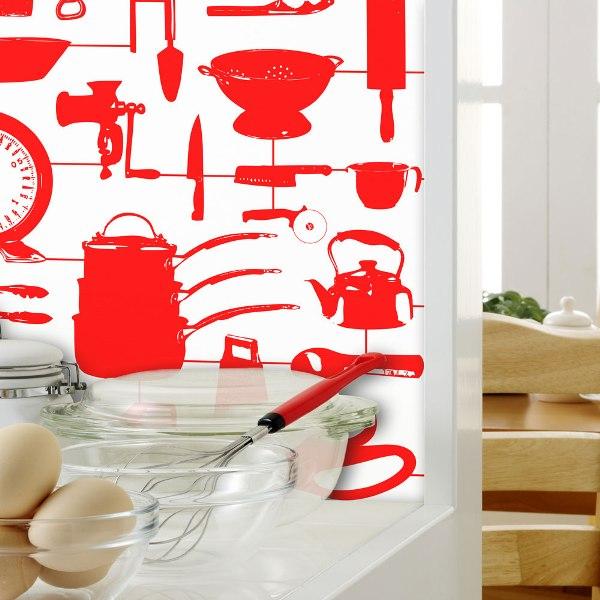 Красный цвет желательно сочетать с каким-то другим, контрастным. Например - с белым