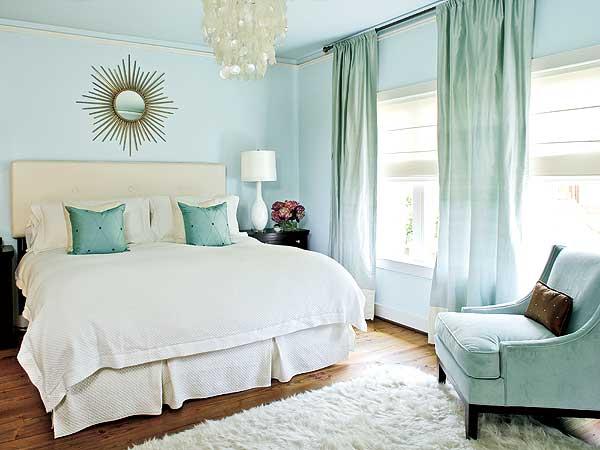 модные обои 2015 в спальню светло голубые