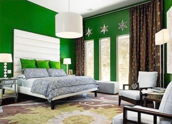 модные обои для спальни 2015 зеленые с коричневыми шторами