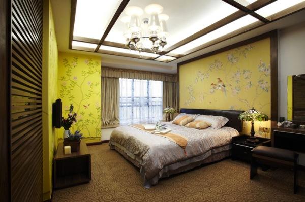 спальня со стенами оливкового цвета