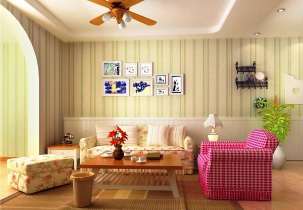 Вертикальный рисунок помогает зрительно увеличить высоту комнаты