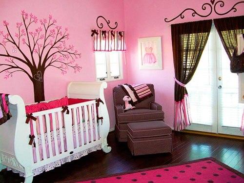 """Розовый цвет считается """"классикой"""" для комнаты девочки"""