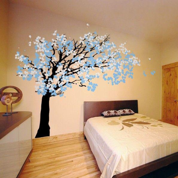 сакура на стене голубая