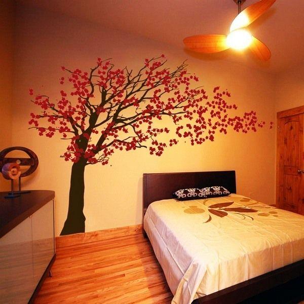 сакура на стене комнаты