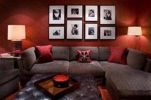 Фото: прекрасное сочетание для гостиной, вместе с фотографиями в рамках
