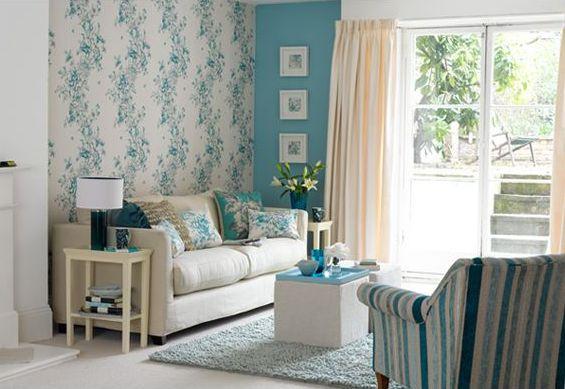 Сочетание разных стилей и цветов не только разнообразит интерьер, но и, при необходимости, решит некоторые проблемы зала