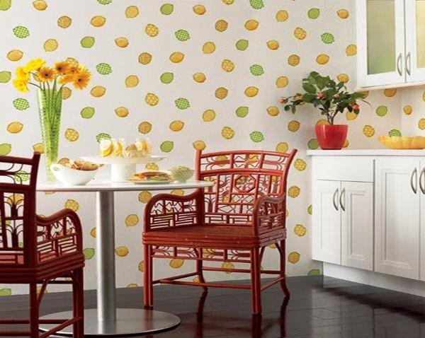 Фото: для кухни лучше выбрать виниловые или флизелиновые полотна