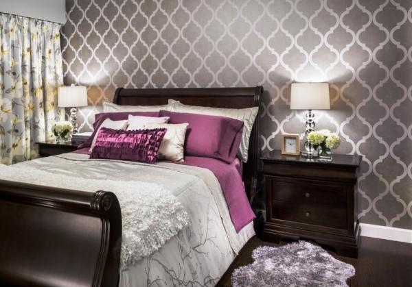 Разнообразие рисунков и узоров будет плюсом при разработке дизайна интерьера спальни