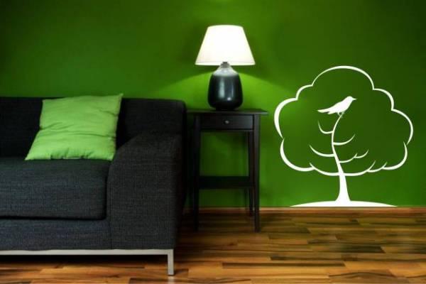 В черно-зеленом интерьере рекомендуется применение белых декоративных акцентов
