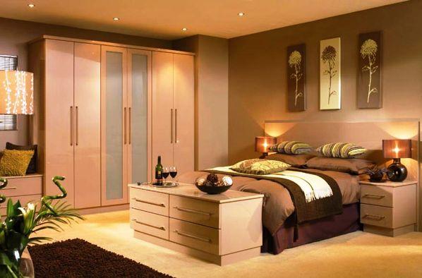 обои цвета капучино в спальне