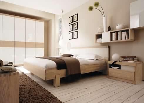 Фото: прекрасное сочетание с предметами мебели и коричневым ковром с высоким ворсом
