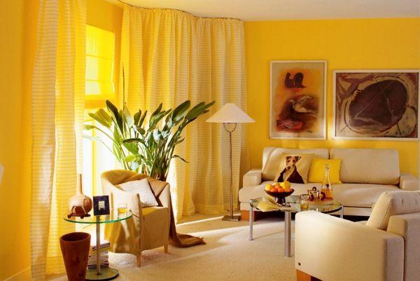 Пример того, когда все подобрано идеально: и сами обои, и шторы и мебель