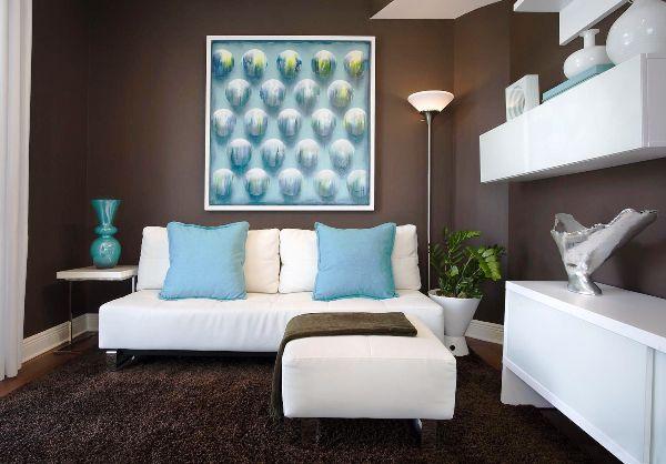 Фото: при выборе покрытия для стен нужно учитывать в том числе предметы мебели, шторы и прочие элементы декора комнаты