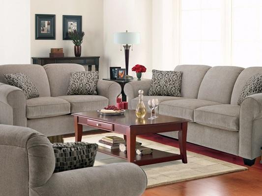 Серая выразительная мебель  делает зал элегантным
