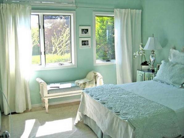 спальня с обоями мятного цвета