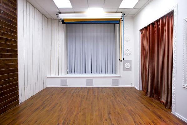 Светлое оформление увеличивает зрительно восприятие комнаты