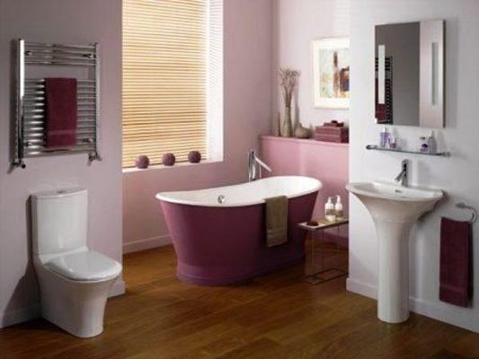 В ванной цвет баклажана приближен к розовому