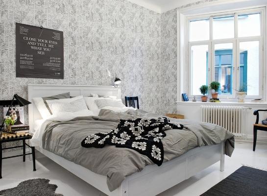 Спальня с открытыми окнами
