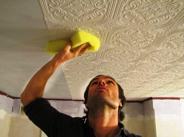 Помимо стен, ими можно отделать и потолок комнаты