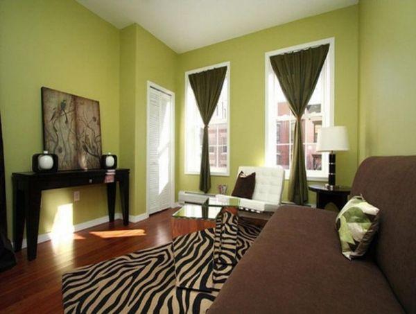 Учтите, чем более светлый оттенок зеленого у обоев, тем более темными должны быть шторы. И наоборот
