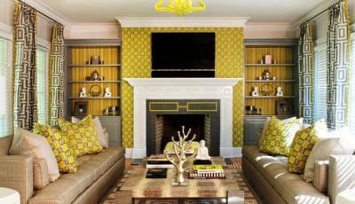 желтые обои с узором в зал
