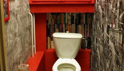Фотообои в туалете книги