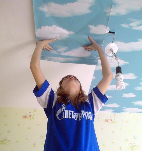 Поклейка на потолок