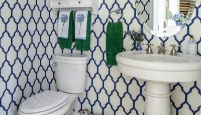 белые синие обои для ванной комнаты