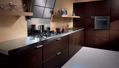 какие обои подобрать к коричневой мебели на кухню
