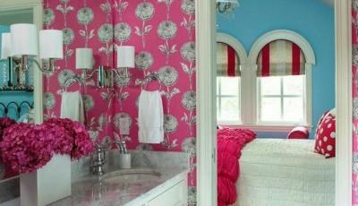 розовые обои для ванной комнаты
