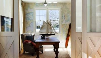 морской стиль в интерьере с обоями с картами