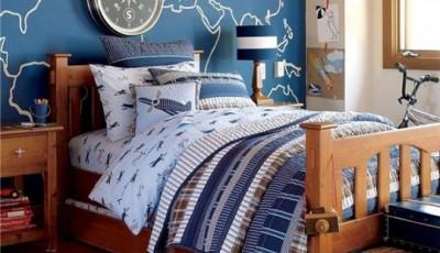 спальня для мальчика с обоями в морском стиле