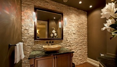искусственный камень под обои в ванной