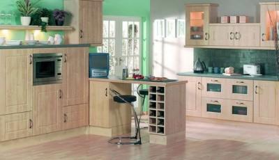 бирюзовые и серые обои на кухне