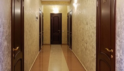 светлые обои для коридора
