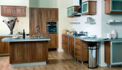 светлые обои в интерьере кухни