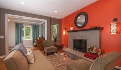 комбинированные красные и коричневые обои для зала 2016