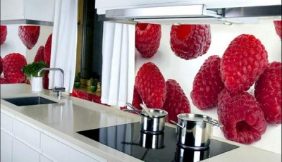 Фотообои 3д в интерьере кухни малина