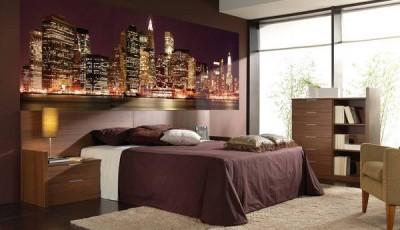 Фотообои город в спальне над кроватью