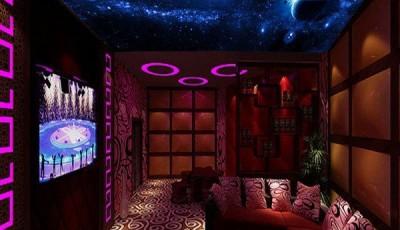 Фотообои со звездным небом в маденькой комнате