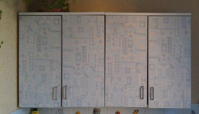 Как обклеить кухонный шкаф обоями