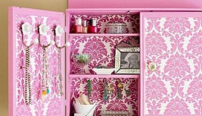 Как обклеить шкаф обоями розового цвета