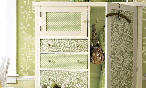 Для отделки шкафа обоями можно использовать любые цвета и даже комбинировать разные полотна