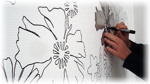 Трафареты на обои: под покраску, для жидких, рисунки своими руками (фото интерьеров)