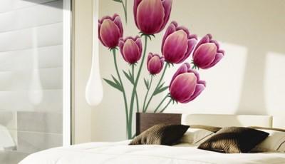 фотообои тюльпаны в спальне